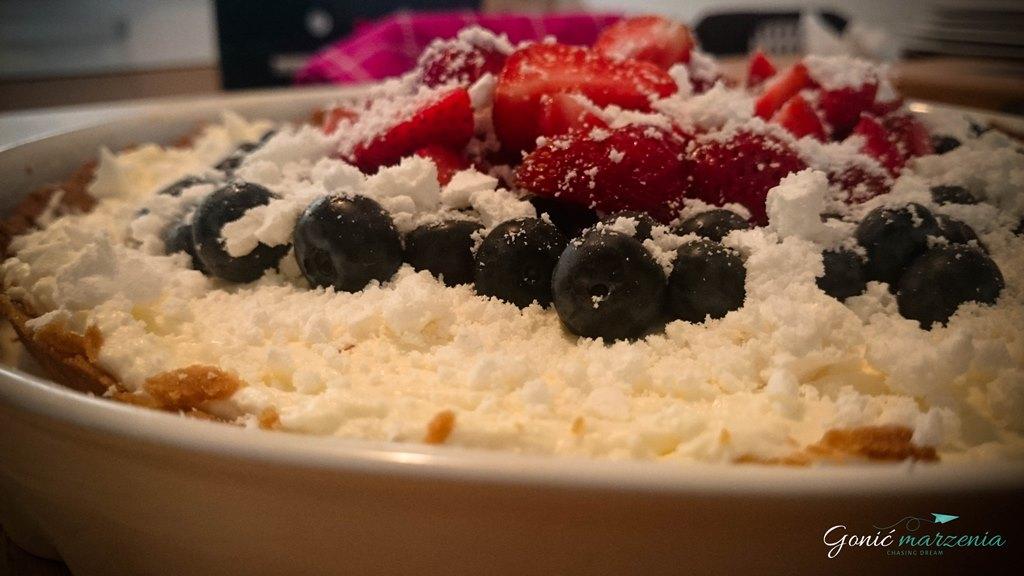 tarta z owocami i bezą1