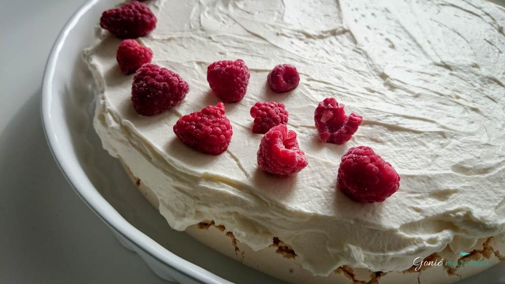 tort bezowy z malinami gonić marzenia