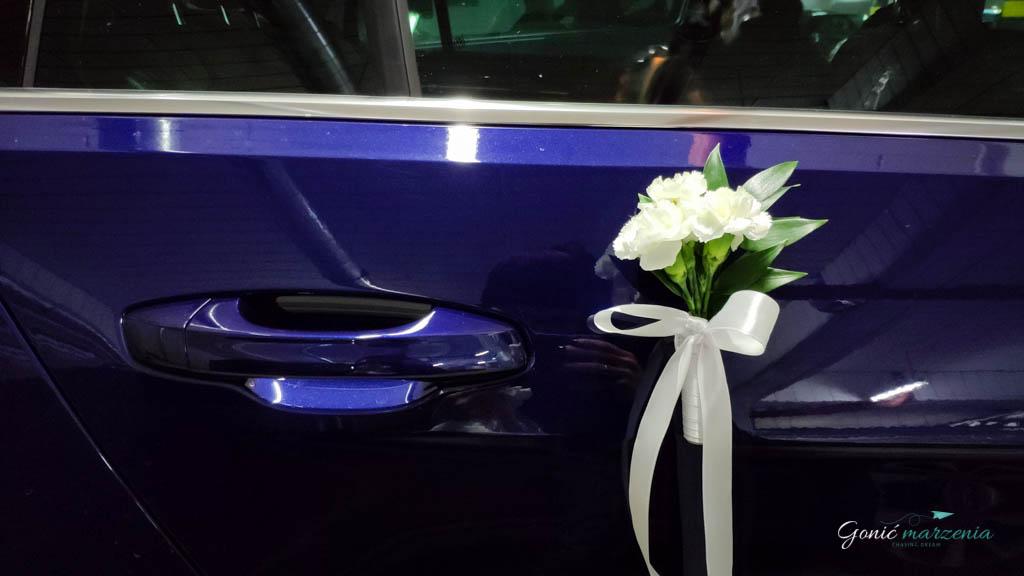 Delikatne ozdoby ślubne na samochód - zrób to sam