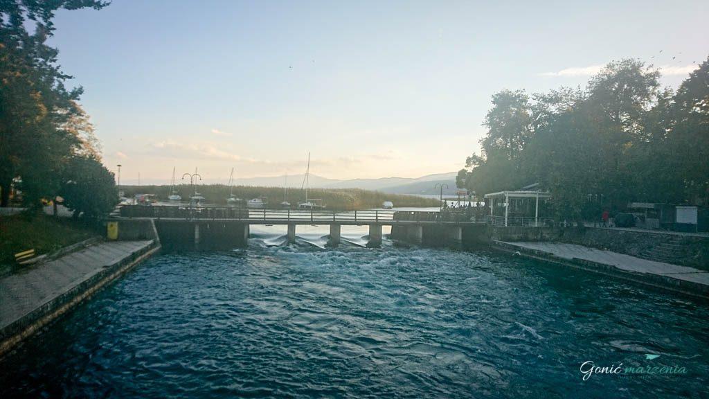 Wycieczka wzdłuż jeziora Ochrydzkiego